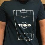 確かにサッカーコートに見えます、しかし主張はテニスです