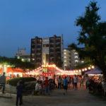 お盆の盆踊りで賑わう町と発展