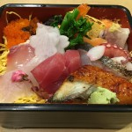 創業65年以上の丸万寿司さんのさくらちらし弁当は季節限定