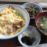 昔ながらの定食屋「梅香」さんでカツ丼定食600円也